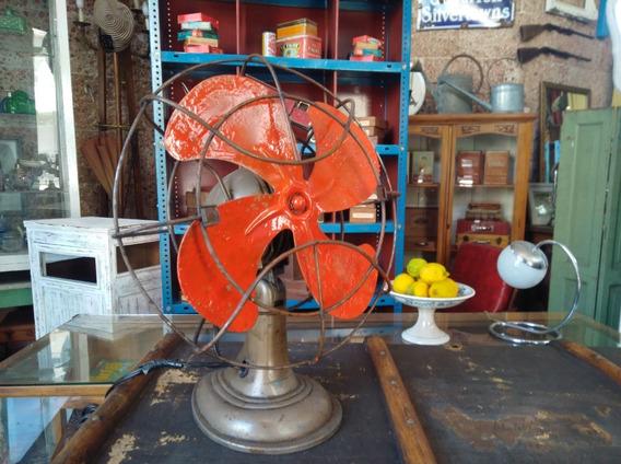 Antiguo Ventilador De Mesa En Funcionamiento