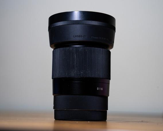 Lente Sigma 30mm F / 1.4 P/ Sony E-mount (usada)