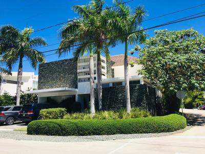 Amplia Y Confortable Villa Con Jardín Privado En Village Punta Cana