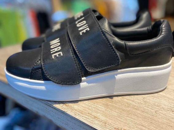 Zapatillas Negras Con Abrojo