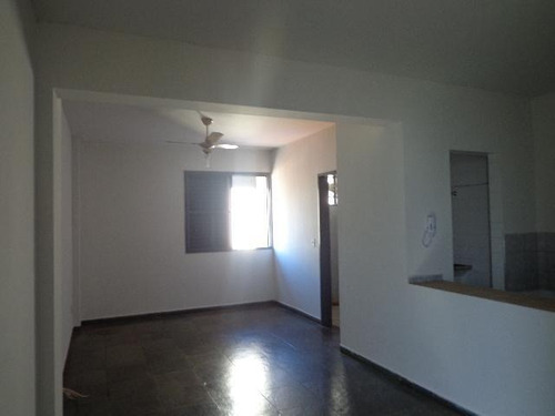 Kitnet Com 1 Dormitório Para Alugar, 33 M² Por R$ 450,00/mês - Centro - Ribeirão Preto/sp - Kn0004