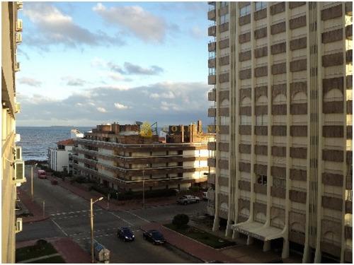 Apartamento En Peninsula Muy Buena Ubicacion - Consulte !!!!- Ref: 3346
