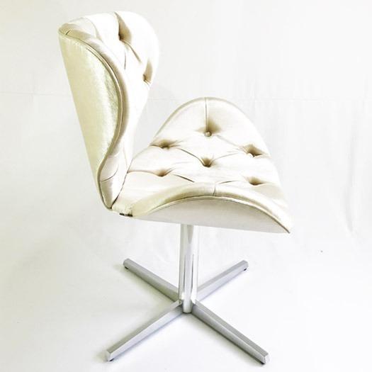 Poltrona Decorativa Swan Capitonê Bege Brilhoso