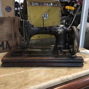 Máquina De Costura Manual Mesa Antiga Madeira Ñ Emblema 432