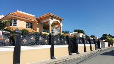 Lujosa Casa Con Piscina En Caperuza 2, San F. De Macoris