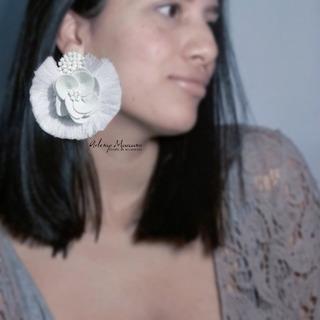 Maxizarcillos Flor Mini En Semicuero Con Mostacilla Y Flecos