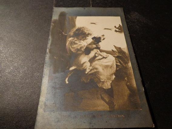 Rusia-1911-postal-cromo- Niña Con Perro Mirando Escena Gato.