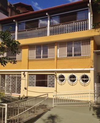 Casa De 3 Pavimentos Com Elevador Em Excelente Localização