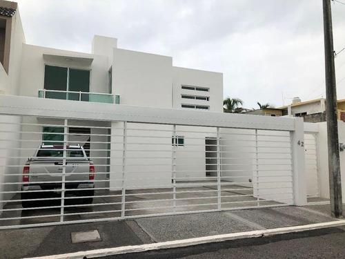 Col. Graciano Sanchez, Casa En Venta 3 Recámaras Con Jardín Y Terraza
