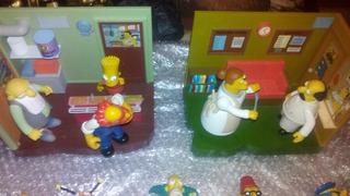 Dos Sets De Los Simpsons Y 15 Figuras