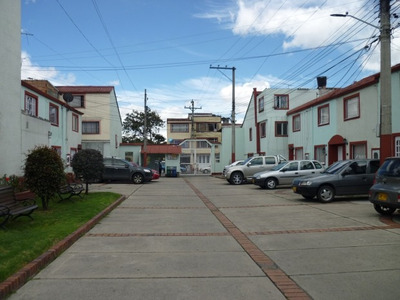 Casas En Venta Villa Mayor Oriental 90-59694
