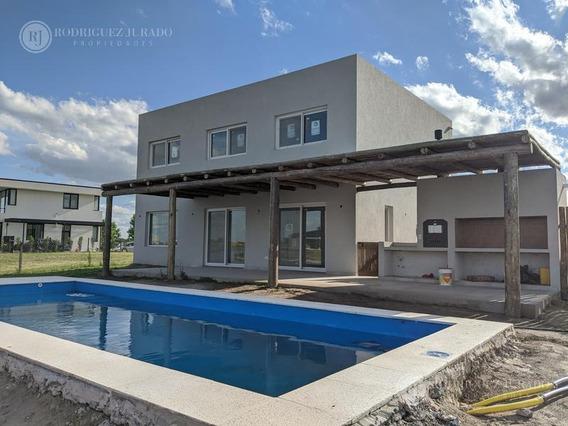 Casa De Categoría - Barrio Islas A La Laguna - El Canton Con Pileta De 9x3
