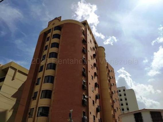 Apartamento En El Bosque 21-1330 Hjl Excelente Oportunidad