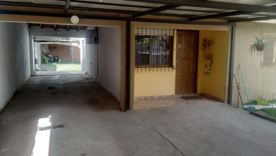 Casa En Venta, 2 Dormitorios, Todos Los Servicios.