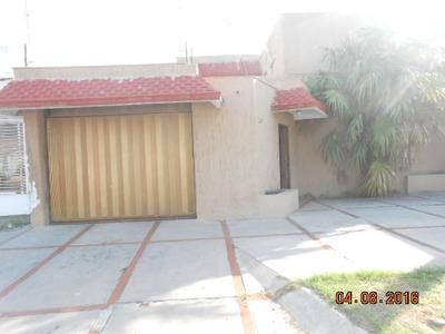 Gran Oportunidad Amplia Residencia En Excelente Ubicación Y Precio, 3 Recamaras, 3.5 Baños, Cochera