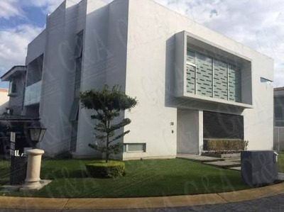 Excelente Casa En Esquina - Valle Real