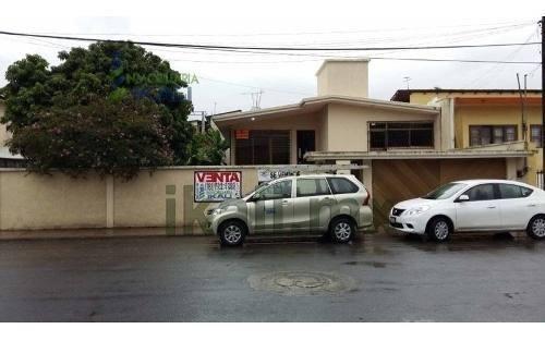 Venta Casa En Colonia Croc En Tuxpan Ver. Es Una Casa Con Excelente Ubicación Muy Cerca Del Malecón, Tiene Un Amplio Jardín Con Árboles Frutales De Una Sola Planta, Sala Comedor 2 Estancias Cocina In