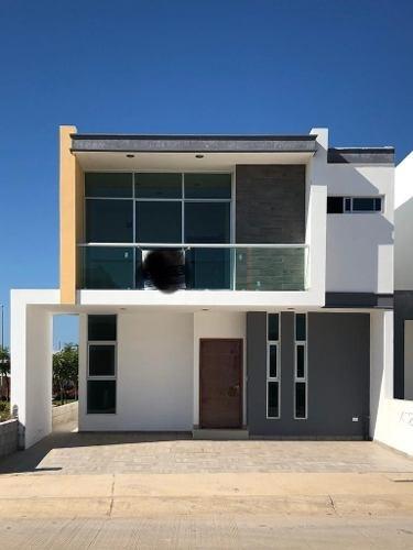 Casa En Venta En Mazatlan, Coto Platino