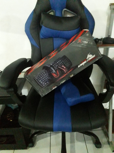 Una Silla Gamer, Un Teclado Y Mouse Gamer
