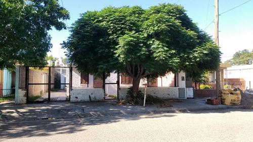 Casa En Venta De 2 Dormitorios C/ Cochera En Cipolletti