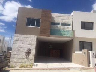 Hermosa Casa Nueva En Venta En Fracc Pedregal De Shoentatt Qro. Mex.