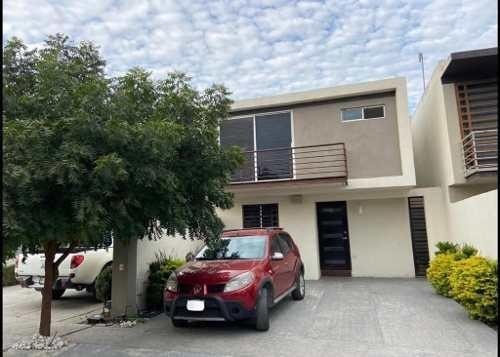 Casa En Venta Cerradas De Santa Rosa - Apodaca Nl