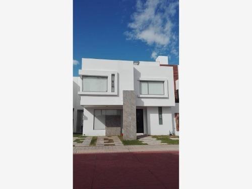 Casa Sola En Venta Privada Residencial En La Zona De Mayor Plusvalia En Pachuca, Equipada.