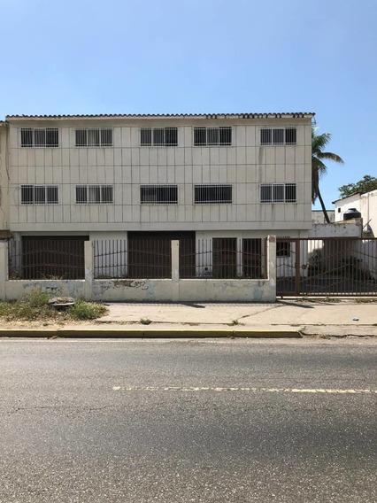 Edificio En Avenida Bolívar.