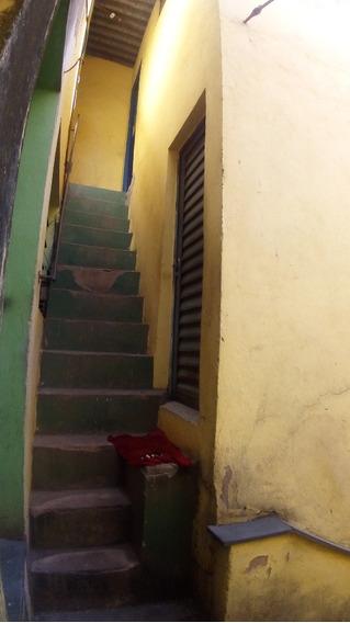 Kitnet Na Cobertura Com 4 Cômodos, Quarto, Sala, Cozinha, Banheiro E Área De Serviço. - 2317