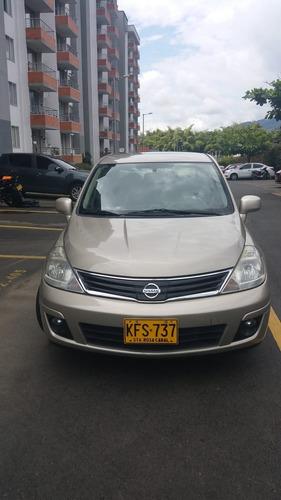 Nissan Tiida Premium 2011 Sedán 1.8