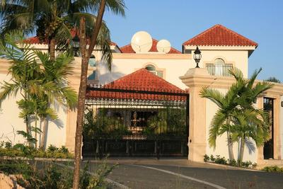 Oportunidad Espectacular Casa En Arroyo Hondo