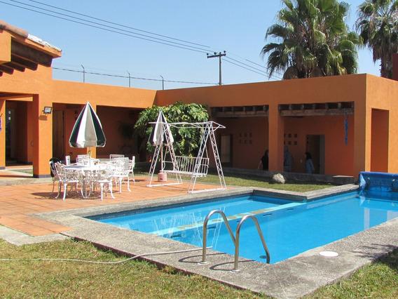 Casa 3 Recamaras, 3 Baños, Cocina Equipada, Alberca,excelent