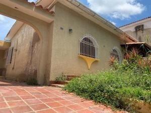 Casa En Venta Trigal Norte,valencia Cod 20-12935 Ddr