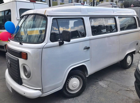 Volkswagen Kombi 2012 - 9 Lugares