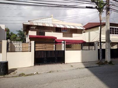 Av. Independencia, Km.10.5 Se Alquila Casa De 2 Niveles.