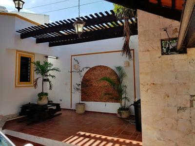 Casa Con Bonita Fachada Y Hermosa Distribución
