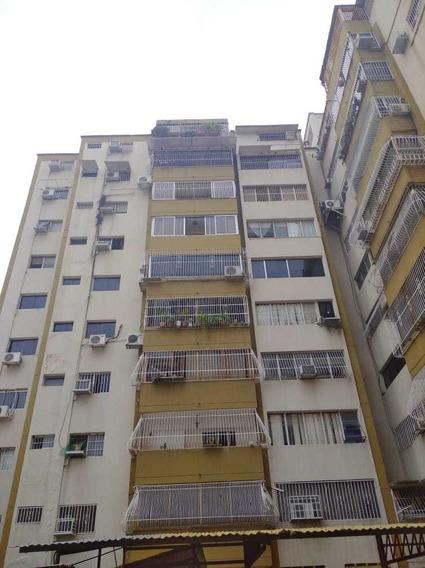 Apartamento Las Delicias/ Mariana Alchoufi 04243448602