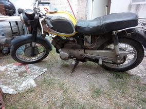 Motocicleta Clásica Yamaha 1968 Con Detalles Por Su Año