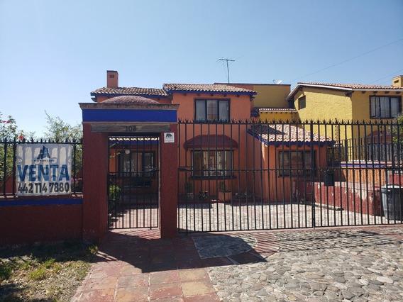 Casa 3 Recamaras, Excelente Ubicación, Estilo Contemporáneo
