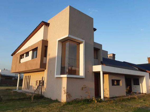 Casa A Estrenar En Barrio Cantegril Funes (semiprivado)