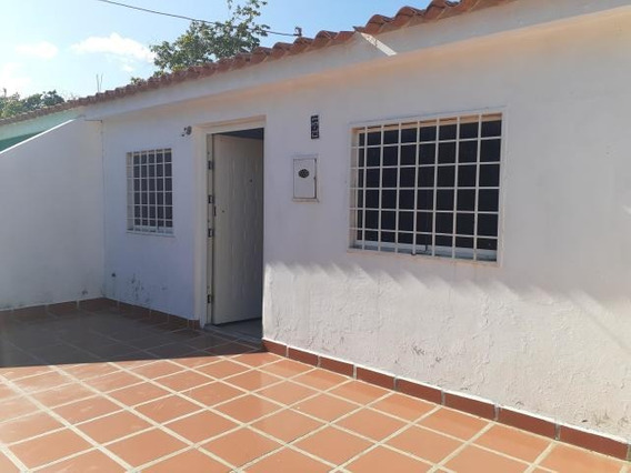 Casas En Venta Cabudare 20-616 Rg