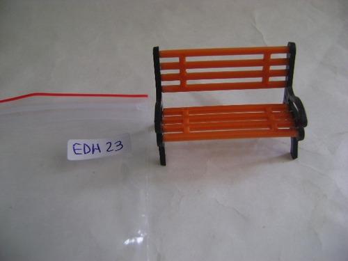Imagen 1 de 10 de Nico Banco De Plaza Plastico C/apoyabrazos Escala G (edh 23)