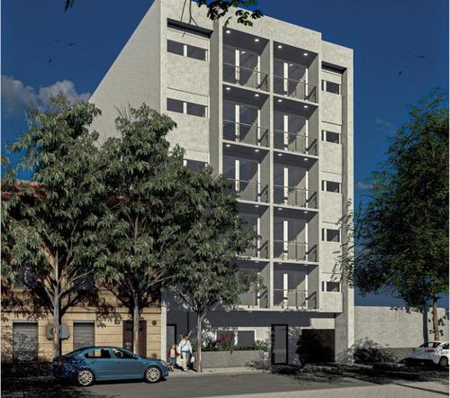 Venta De Apartamento De 2 Dormitorios Con Terraza En Tres Cruces