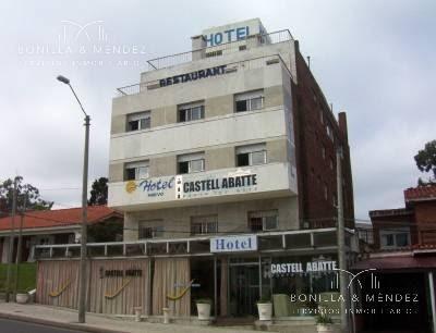 Hotel En Punta Del Este, A Metros De La Playa, Para Reciclar.