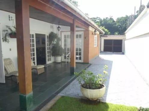 Casa No Guarujá A 150 M Do Mar. Ano Novo Já Está Alugada.