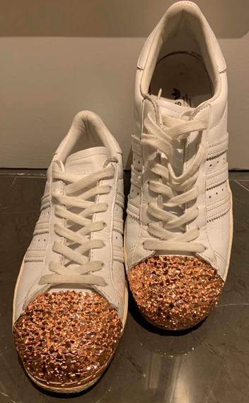 Zapatillas adidas Superstar Blanca Con Punta Dorada Piedrita