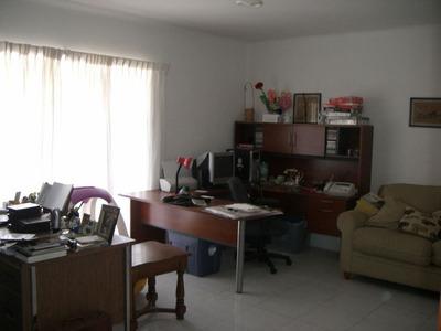Se Renta Casa Con 4 Habitaciones Y 3 Baños Y Medio