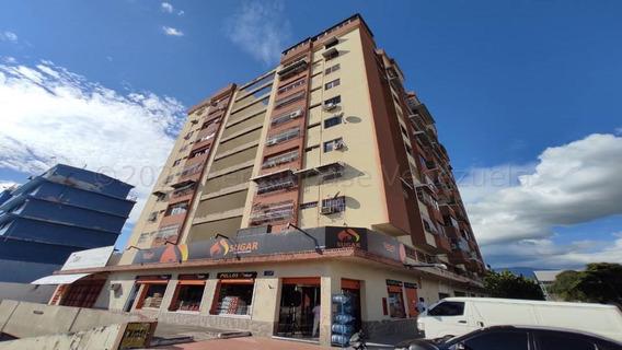 Apartamento En Venta Urb. La Coromoto- Maracay 21-3578hcc