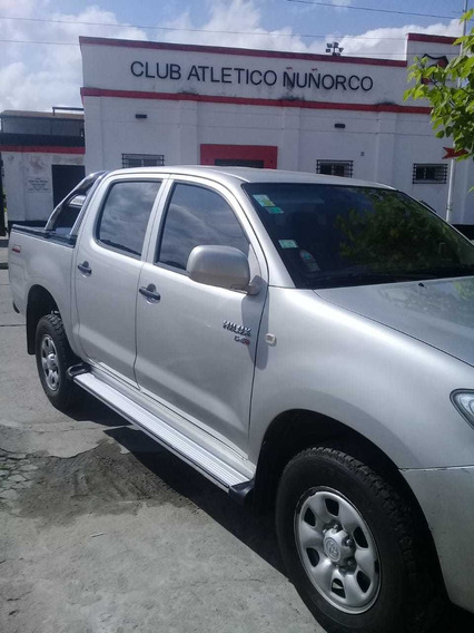 Toyota Hilux 2.5 Cab Doble 4x2 2010