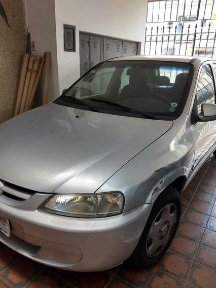 Celta Prata - Ano 2004 - 4 Portas Motor Vhc